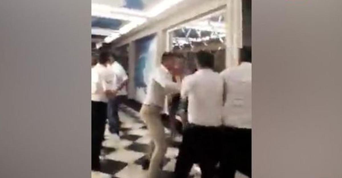 Вглобальной web-сети появилось видео избиения сотрудниками турецкого отеля туристов изЕкатеринбурга