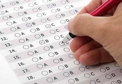 Выпускники русского сектора сдают экзамен по азербайджанскому языку