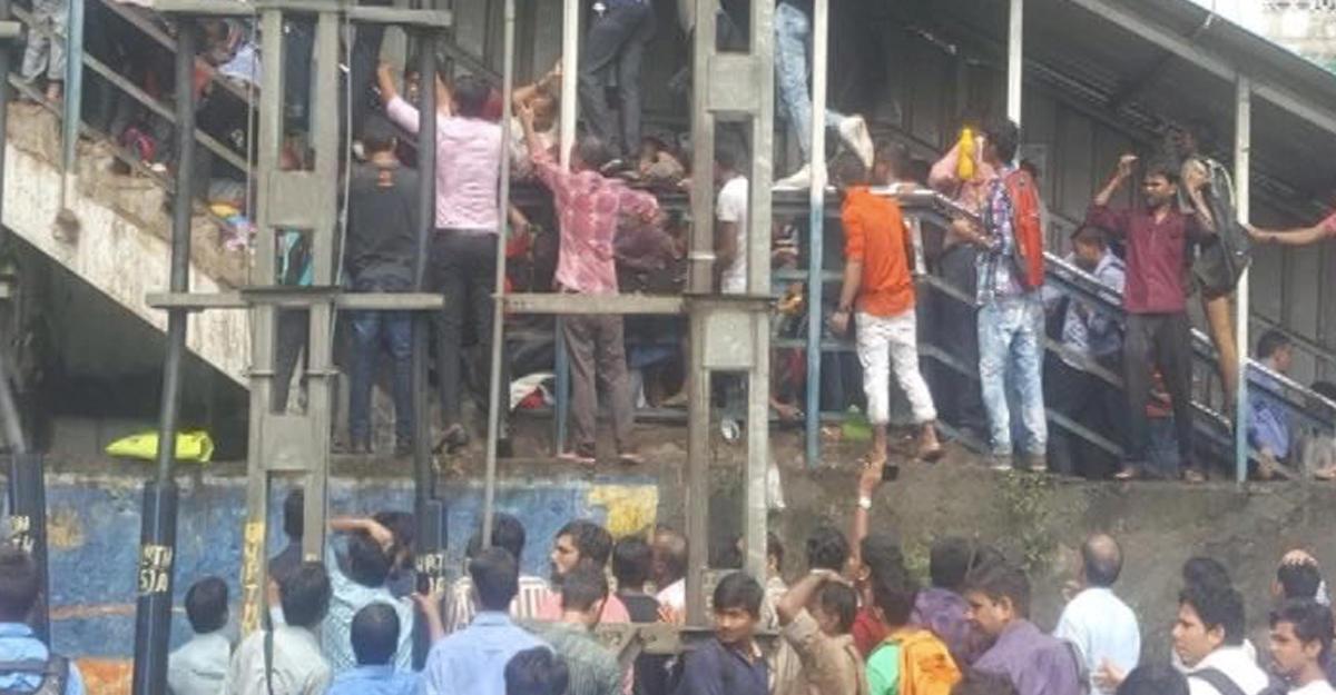 ВИндии из-за давки нажелезнодорожной станции погибли 22 человека