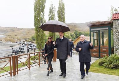 Президент Ильхам Алиев и Первая леди Мехрибан Алиева ознакомились с работой, проделанной в селе Демирчи Шамахинского района