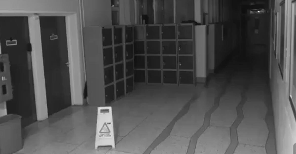 ВИрландии камера наблюдения вшколе зафиксировала «трюки» полтергейста