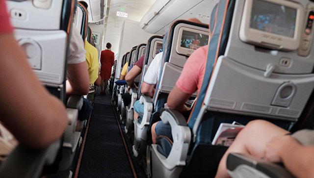 Пассажиры рейса Москва-Нью-Йорк скрутили дебошира ипередали его милиции