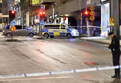 """В Швеции преступник открыл стрельбу по людям <span class=""""color_red"""">- ВИДЕО</span>"""