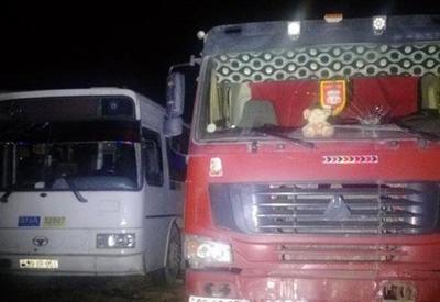 """В Баку автобус столкнулся с грузовиком, есть раненые <span class=""""color_red"""">- ФОТО</span>"""