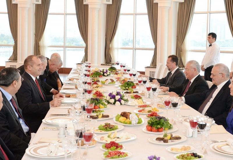 Состоялся совместный обед премьер-министра Азербайджана и Президента Болгарии