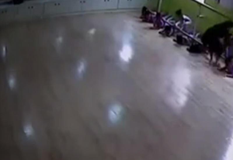 Дети пострадали на уроке хореографии, когда на них упал станок