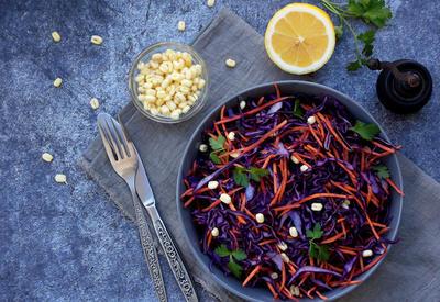 """Какой ингредиент нужно всегда добавлять в салат, чтобы быть здоровым <span class=""""color_red"""">- ФОТО</span>"""