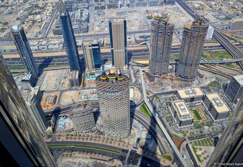 """В Дубае установили """"умные скамейки"""" с выходом в Интернет"""