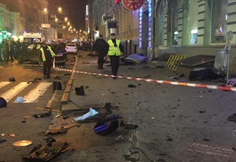 """В Харькове внедорожник въехал в толпу, есть погибшие <span class=""""color_red"""">- ФОТО - ВИДЕО</span>"""