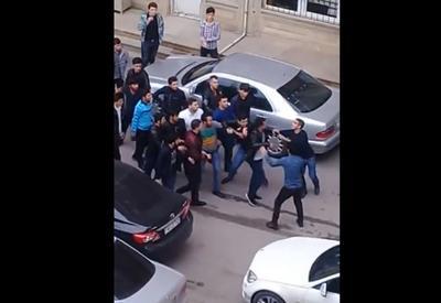 """В Баку студенты устроили массовую драку <span class=""""color_red"""">- ВИДЕО</span>"""