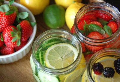 "4 рецепта детокс-воды для плоского живота <span class=""color_red"">- ФОТО</span>"
