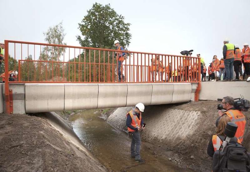 """В Нидерландах на 3D-принтере напечатали мост, способный выдержать 40 грузовиков <span class=""""color_red"""">- ФОТО</span>"""