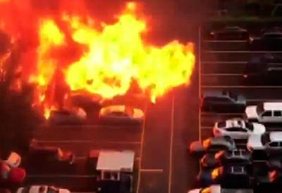 """Мощный взрыв в закусочной на колесах попал на камеры <span class=""""color_red"""">- ВИДЕО</span>"""