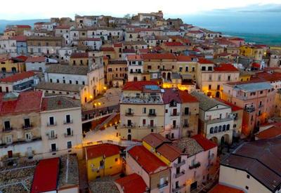 """Итальянский городок заплатит 2000 евро желающим туда переехать <span class=""""color_red"""">- ФОТО</span>"""
