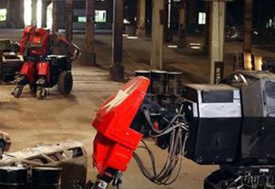 """Первый в истории бой гигантских роботов показали на камеры <span class=""""color_red"""">- ВИДЕО</span>"""