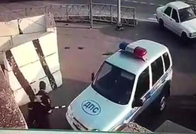"Камера сняла момент нападения на полицейских в Ингушетии <span class=""color_red"">- ВИДЕО</span>"