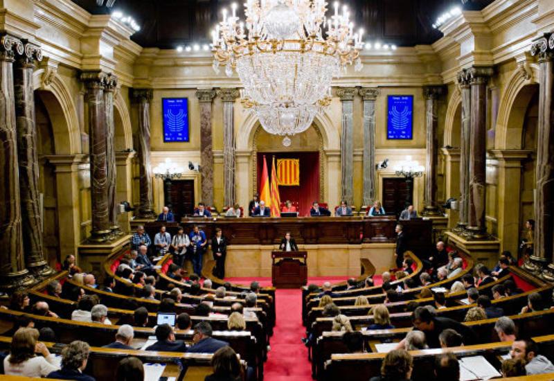 Правительство Испании лишило Каталонию статуса автономии