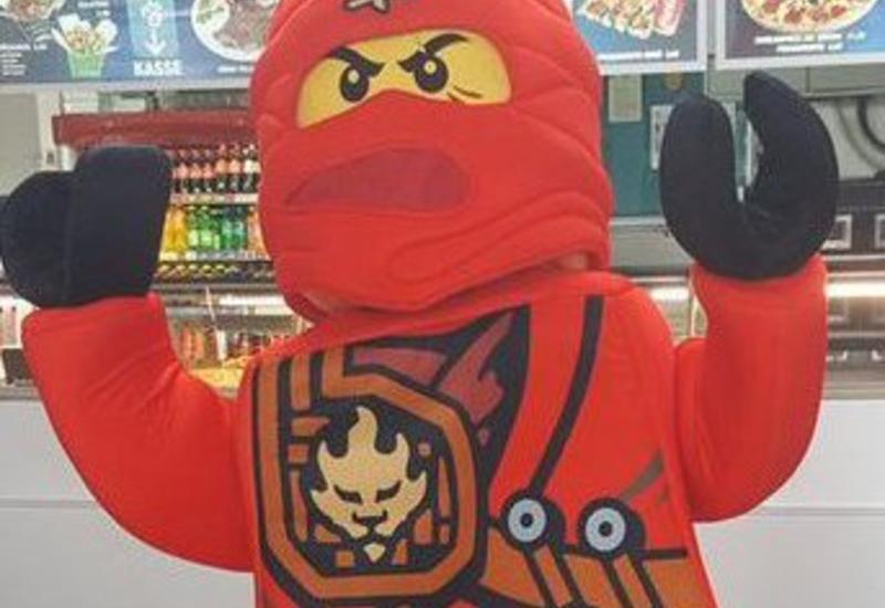 Венская полиция взяла штурмом магазин игрушек из-за девушки в костюме ниндзя