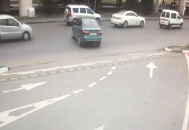 """Aвтомобиль укатился без водителя и остался невредим <span class=""""color_red"""">- ВИДЕО</span>"""