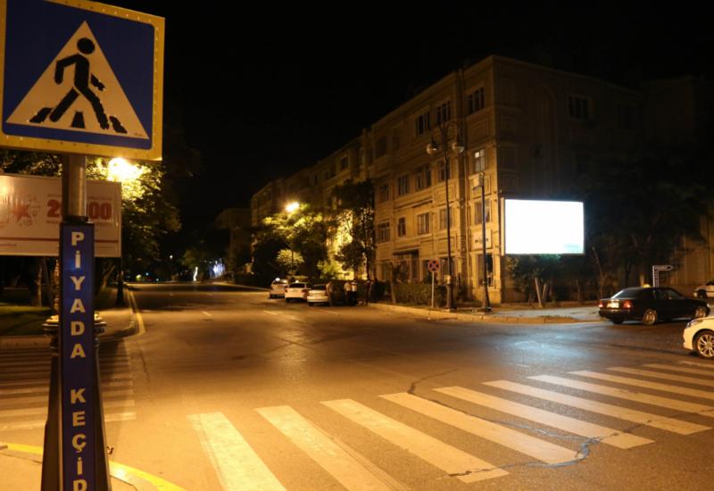 В Баку автомобиль сбил пешеходов и скрылся с места ДТП