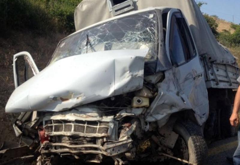Тяжелая авария в Сабирабаде: есть погибший и раненый