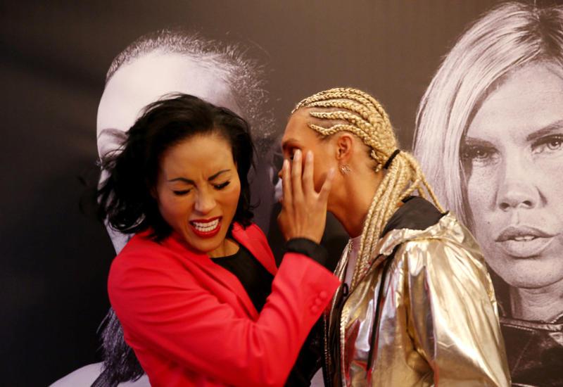 """Чемпионка по боксу отправила поцеловавшую ее соперницу в нокаут <span class=""""color_red"""">- ВИДЕО</span>"""