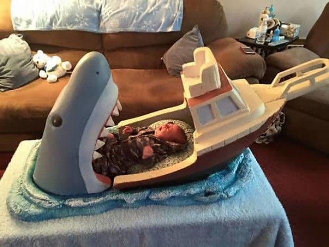 Дядя сделал челюсти-вдохновил кроватку для своего 2-месячного племянника