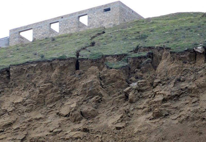 Минэкологии о произошедшем в бакинском поселке обвале