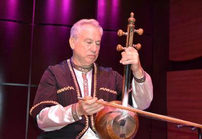 """В Центре мугама состоялся концерт американского исполнителя мугама Джеффри Вербока <span class=""""color_red"""">- ФОТО</span>"""