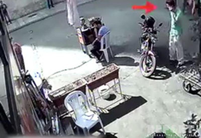 В Баку на глазах у владельца угнали мотоцикл