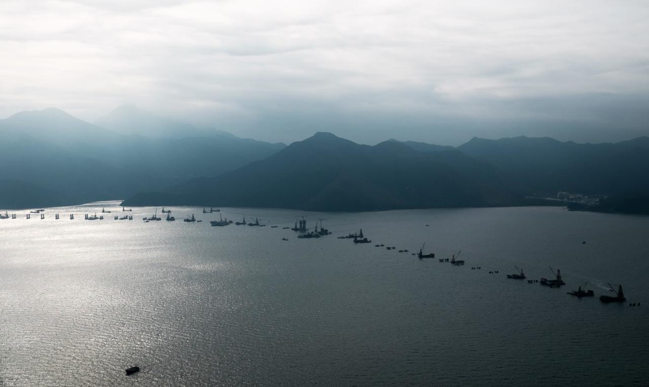 КНР спустил наводу крупнейшее вАзии судно для создания островов