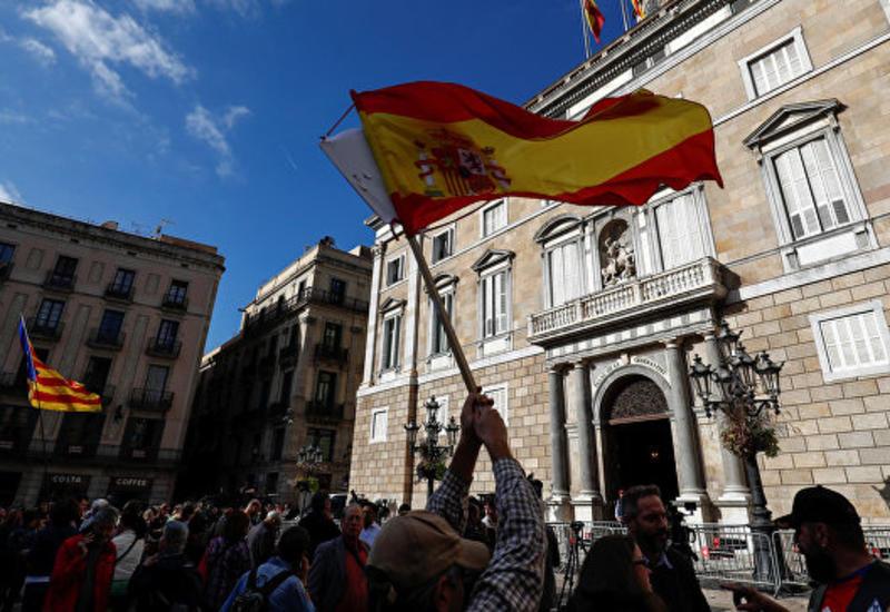 СМИ: Испания потребует арестовать каталонских депутатов