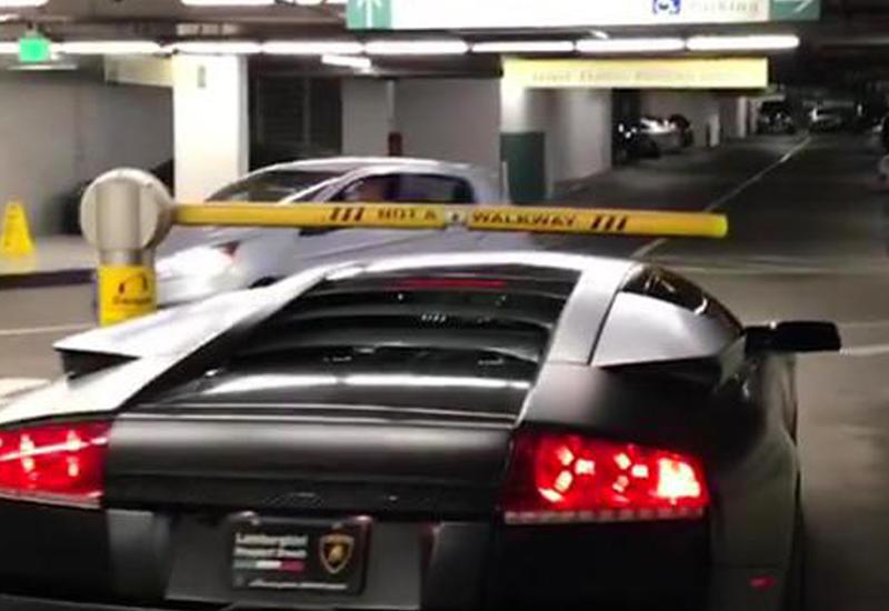 Почему этот водитель Lamborghini может не платить за парковку