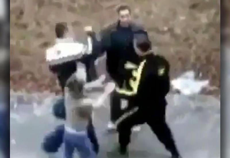 Парень наказал двоих, ударивших его девушку