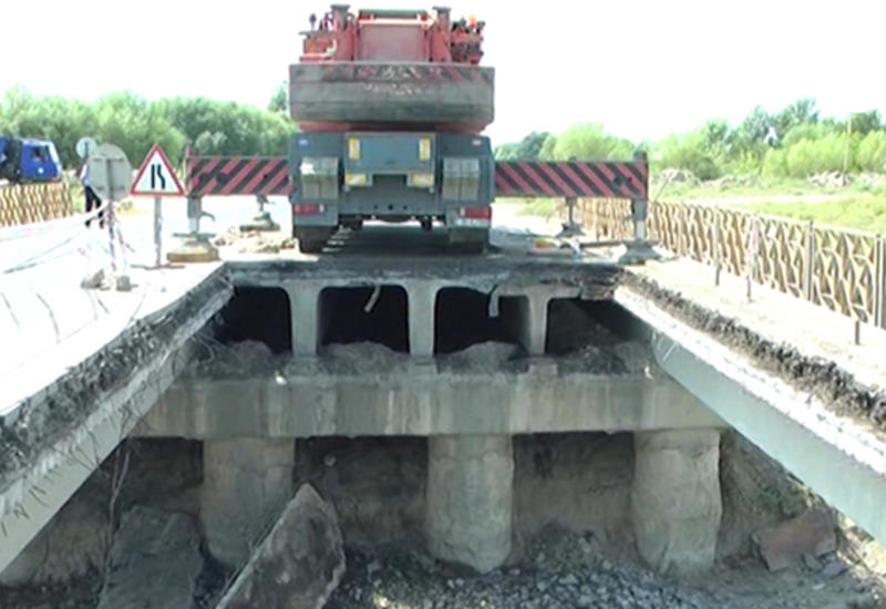 В Исмаиллы обрушился мост