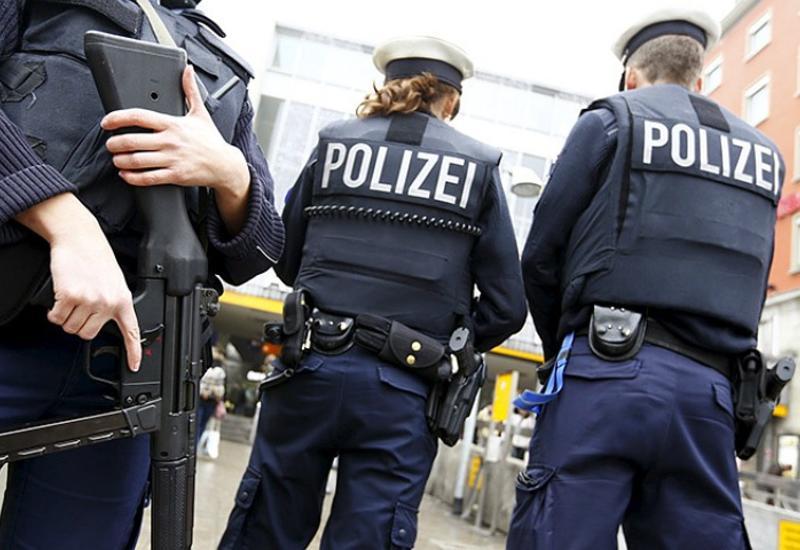 В Берлине неизвестный попытался наехать на группу людей