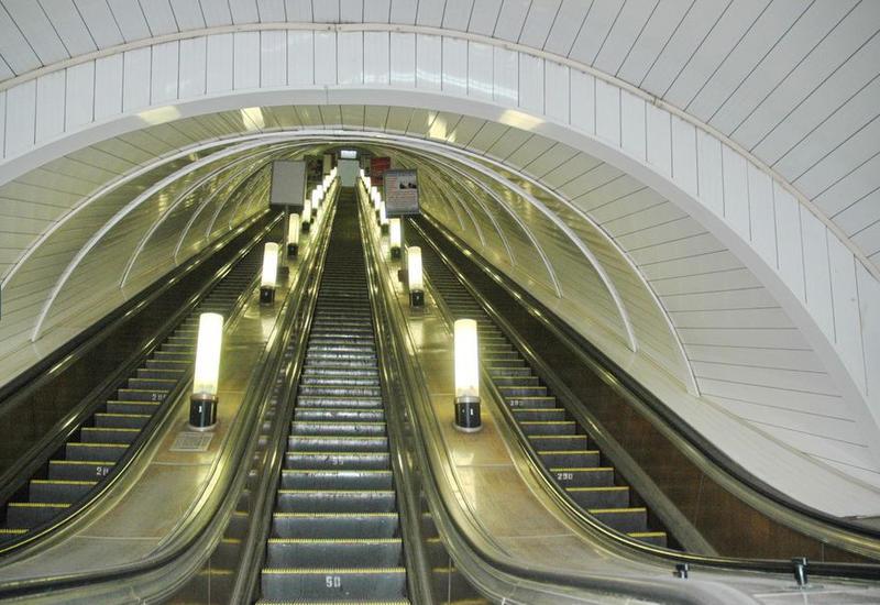 Останавливается на ремонт эскалатор на бакинской станции метро