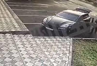"""В России Porsche с трупом азербайджанца бросили у больницы <span class=""""color_red"""">- ВИДЕО</span>"""