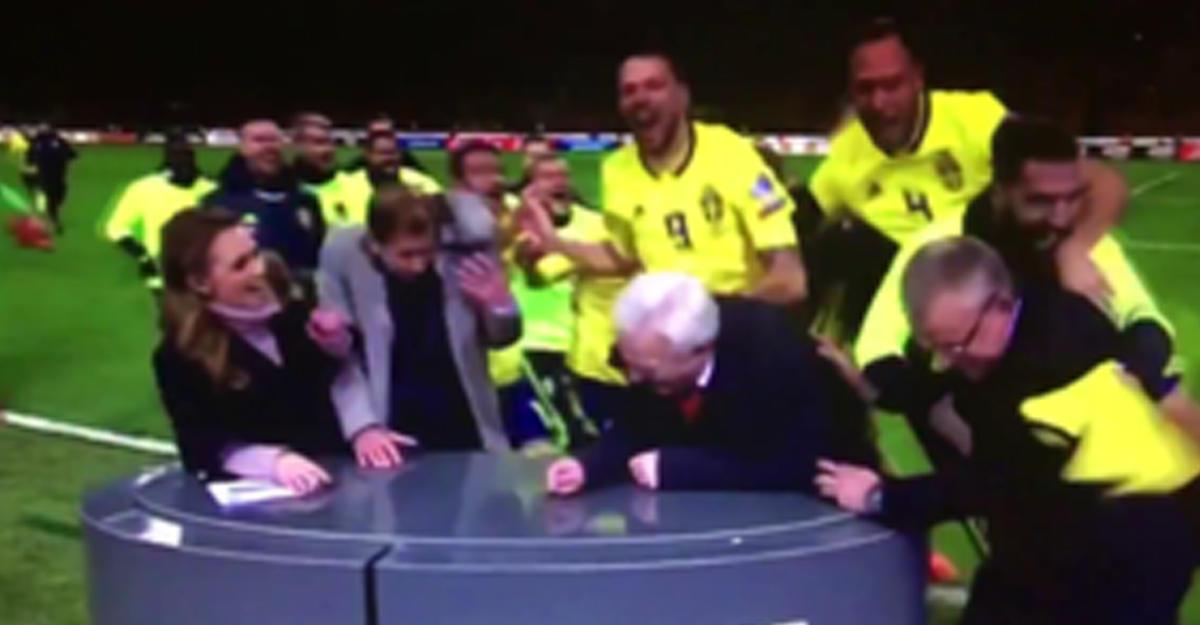 Футболисты сборной Швеции разнесли студию Eurosport наполе после выхода наЧМ