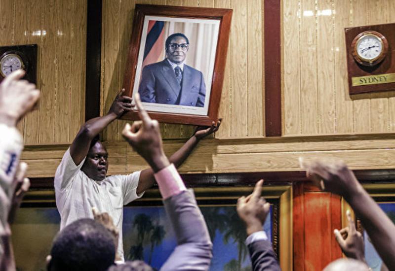 США назвали отставку Мугабе историческим моментом