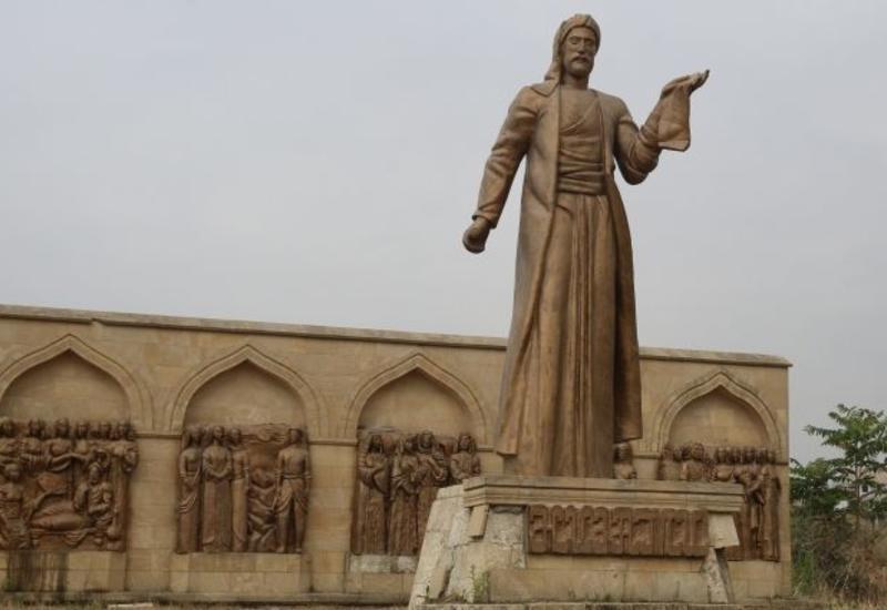 Вандалы осквернили памятник Низами Гянджеви в Дербенте