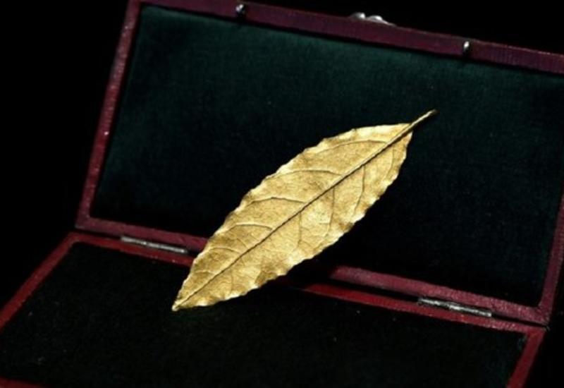 Золотой лавровый лист с короны Наполеона продан за баснословную сумму