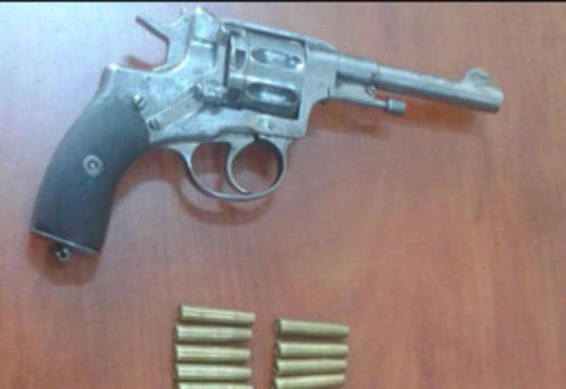В Баку задержали торговца оружием