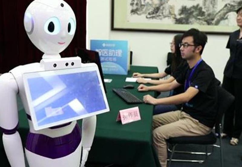 """В Китае робот впервые сдал экзамен и получил лицензию на врачебную практику <span class=""""color_red"""">- ВИДЕО</span>"""