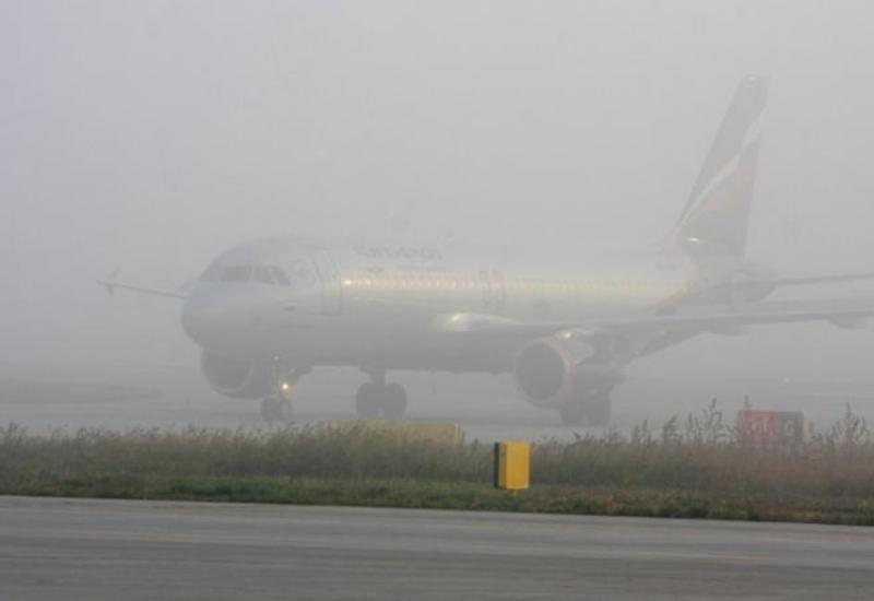 """Аэропорт Баку, несмотря на туман, работает в штатном режиме <span class=""""color_red"""">- ФОТО</span>"""