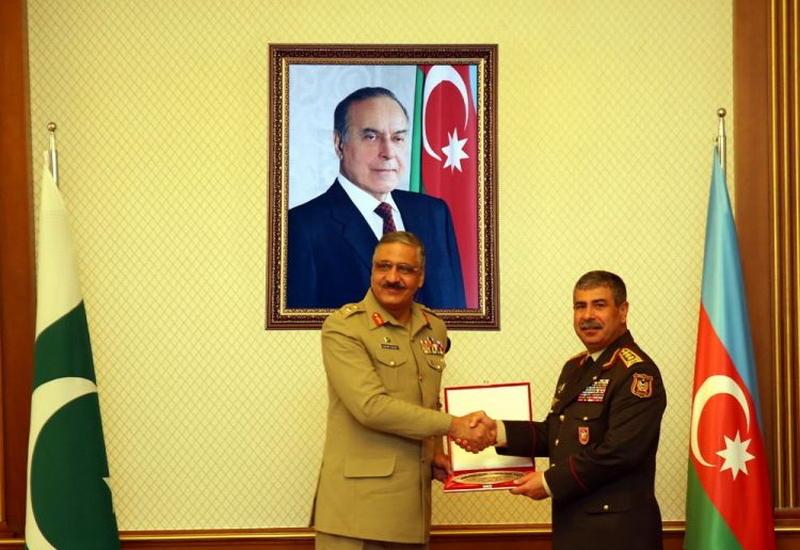 """Закир Гасанов на переговорах с пакистанским генералом <span class=""""color_red"""">- ФОТО</span>"""