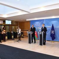 """Президент Ильхам Алиев и генсек НАТО выступили с заявлениями для печати <span class=""""color_red"""">- ФОТО</span>"""