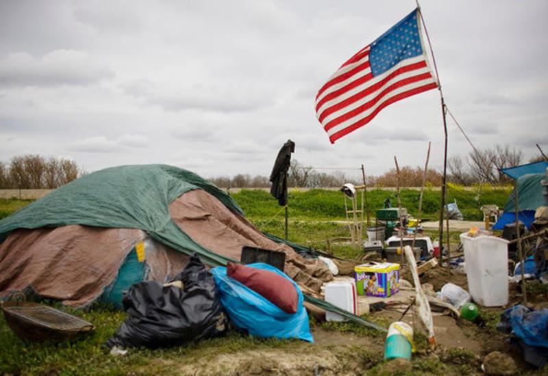 Американка собрала почти $300 тысяч для бездомного, отдавшего ей последние $20
