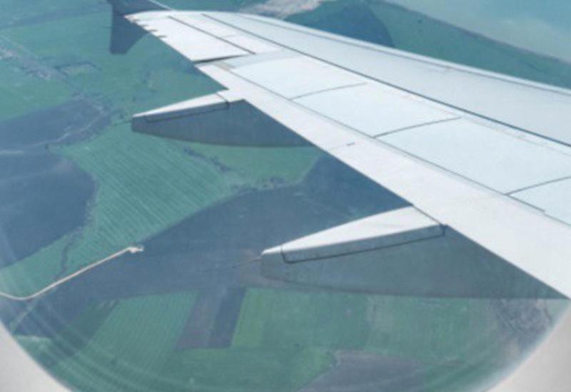"""Ролик с открывающимся иллюминатором самолета взорвал Сеть <span class=""""color_red"""">- ВИДЕО</span>"""