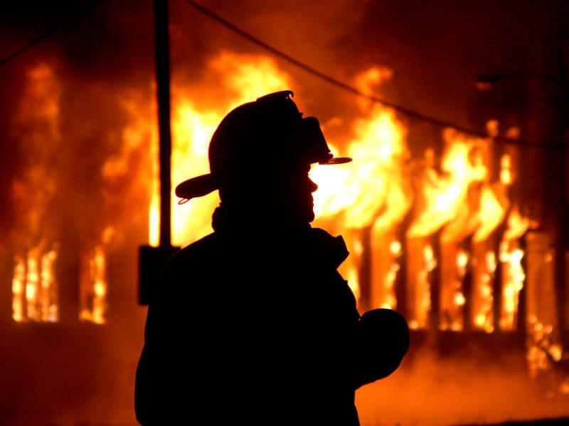 Двое пожарных погибли при спасении людей в столицеРФ